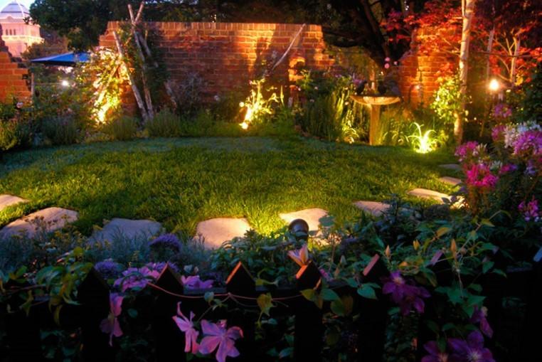изображение подсветки садового участка