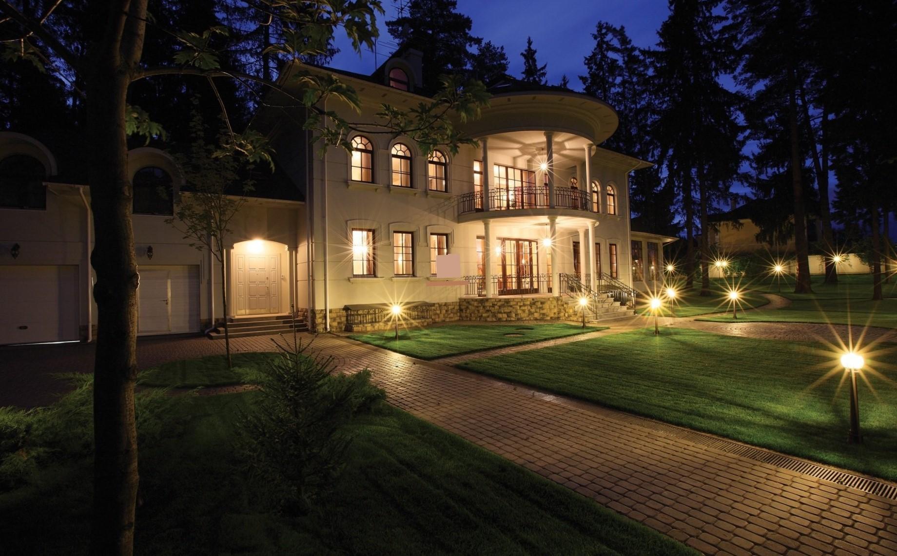 изображение подсветки фасада дома